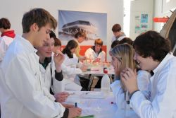 Students performing experiments during a workshop in the Clas Zero Emission space in Brussels.