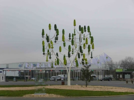 Getting off the bus, the first thing we saw was the Arbre à vent®, a biomimetic wind turbine developed by NewWind R&D (www.newwind.fr). The leaves produce electricity from the wind.