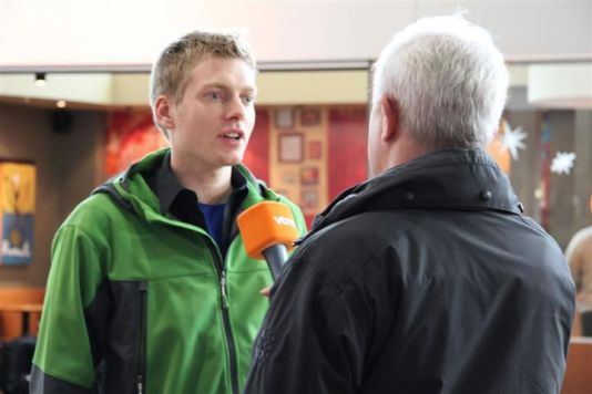 Before the plane takes off, Koen does a final interview with Flemish TV station VTM