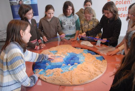 The Polar Regions: the second part of Class Zero Emission. Students learning by playing with a 3D puzzle of the Arctic.